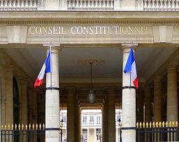 Source de l'image https://commons.wikimedia.org/wiki/File:Conseil_constitutionnel,_Paris_%282011%29.jpg
